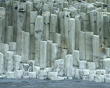 basalt columns (http://www.bbc.co.uk/staticarchive/e4f06c52b0d85abfaf31c234451d51dc7edd21da.jpg)