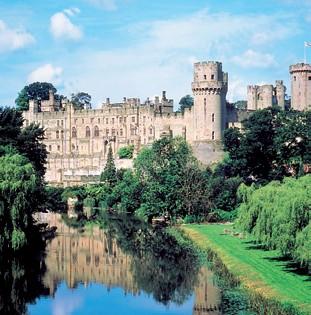 Warwick Castle (http://www.worcestershiretouristguides.com/Articles/warwick%20castle.jpg)