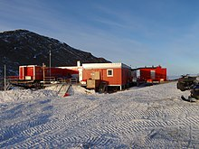 (http://upload.wikimedia.org/wikipedia/commons/thumb/3/3c/Troll_research_station_Antarctica.JPG/220px-Troll_research_station_Antarctica.JPG)