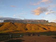 (http://upload.wikimedia.org/wikipedia/commons/thumb/2/2a/Mt_Roraima_in_Venezuela_001.JPG/220px-Mt_Roraima_in_Venezuela_001.JPG)