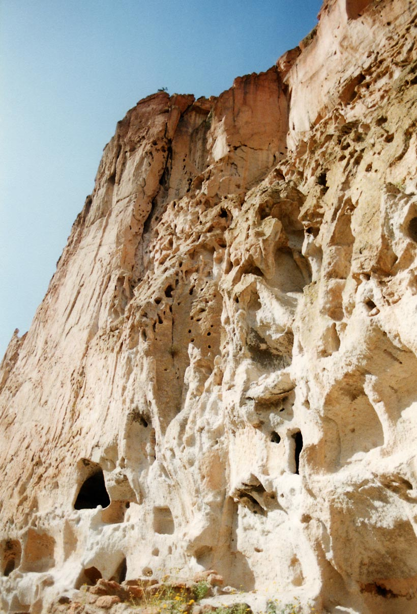 (http://upload.wikimedia.org/wikipedia/commons/6/64/Bandelier-Pockmarked_Cliff.jpg)