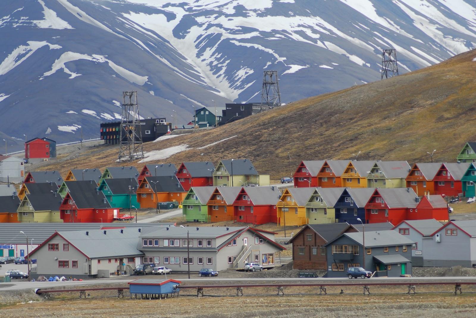 Image result for Svalbard (http://4.bp.blogspot.com/-oT6i8IlvGlA/TVsY-h6jpqI/AAAAAAAAABg/3dTteDm3di8/s1600/Longyearbyen_colourful_homes.jpg)
