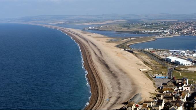 Image result for chesil beach (http://news.images.itv.com/image/file/981362/stream_img.jpg)