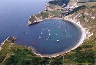 (http://www.lulworthcovebandb.co.uk/bandbpics/Lulworth-cove-aerial-2.jpg)