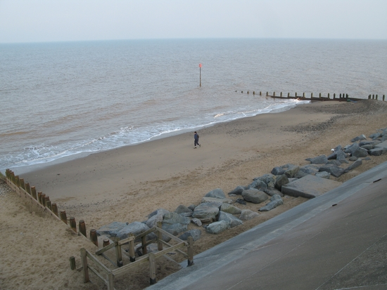 (http://www.geography.learnontheinternet.co.uk/photogallery/coasts/holderness/withernsea/withernsea_29_medium.JPG)