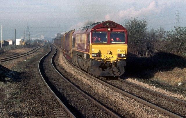 (http://upload.wikimedia.org/wikipedia/commons/2/26/Coal_train_passing_Whitley_Bridge_railway_station.jpg)