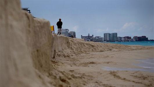 (http://geo-mexico.com/wp-content/uploads/2010/12/cancun-beach-erosion.jpg)