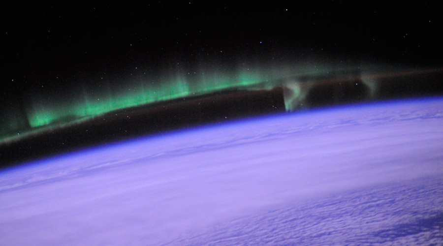 (http://scied.ucar.edu/sites/default/files/images/large_image_for_image_content/aurora_iss_wheelock_25july2010_900x500.jpg)