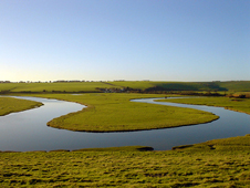 A meander on the River Cuckmere  (http://www.bbc.co.uk/schools/gcsebitesize/geography/images/riv_010.jpg)