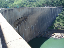 The Kariba dam on the Zambezi river (http://www.bbc.co.uk/schools/gcsebitesize/geography/images/riv_017.jpg)