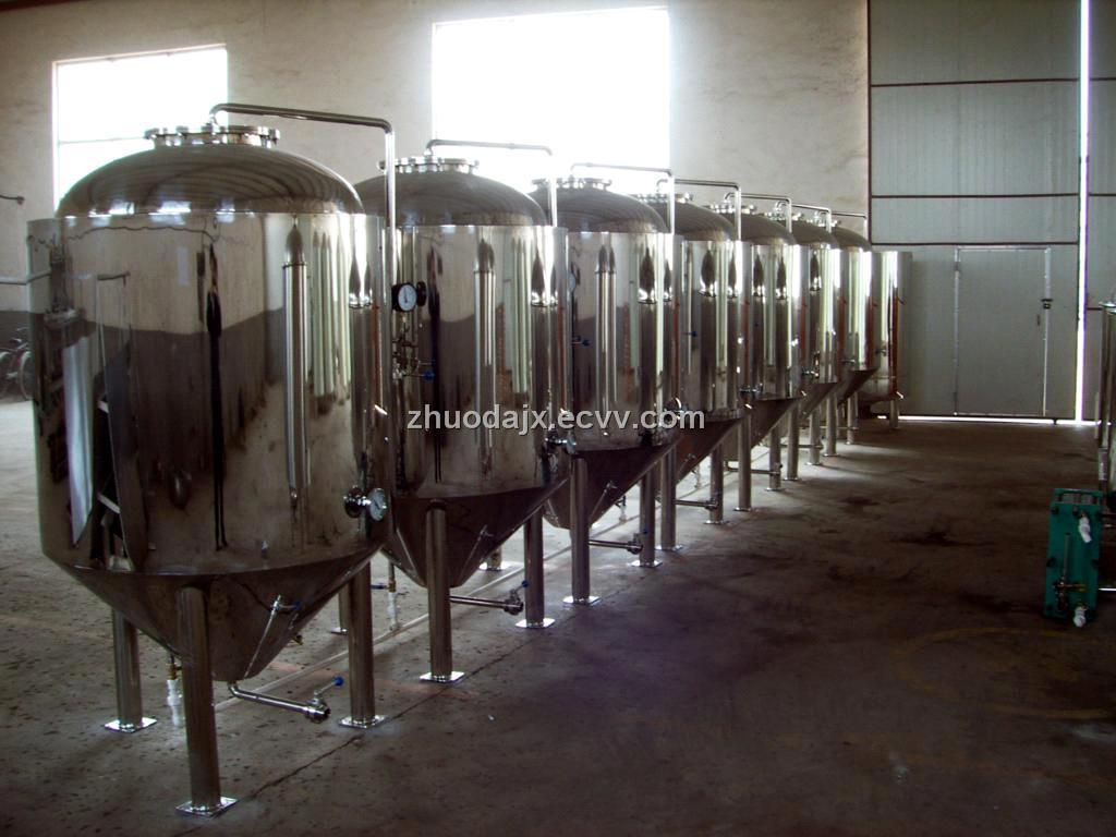 (http://upload.ecvv.com/upload/Product/20091/China_beer_equipment_fermentation_tank20091171333327.jpg)